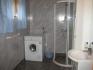 schönes Badezimmer mit DU/WC und Waschmaschine