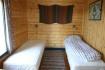 Schlafzimmer mit zwei Einzelbetten in Balsnes