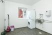 Reinigungsraum mit Waschmaschine