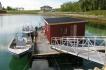 Bootshaus mit Bootssteg