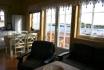 Gardsøya Ferienhaus Nr. 1: offener Wohnbereich mit Blick auf den Fjord