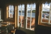 Gardsøya Ferienhaus Nr. 2: Blick aus dem Wohnbereich auf den Fjord