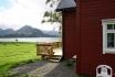 Blick vom Außenbereich auf den Fjord