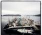 Bootslfotte in Leka Brygge: Bootssteg mit Alubooten auf der Insel Leka