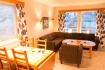 Loppa Havfiske - Wohnzimmer mit Essecke