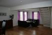 Wohnzimmer mit Couchecke und Essbereich