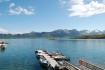 Blick über den Bootssteg bei sommerlichem Wetter