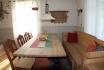 großes Wohnzimmer mit Couchecke