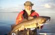 glücklicher Angler mit Dorsch