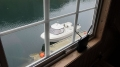 Westnorwegen Orisbrygga: Blick aus dem Fenster auf den Bootssteg nebst Angelboot
