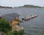Blick zum Bootssteg mit Angelbooten und Schlachtmöglichkeiten