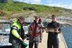 Angler mit Fangerfolgen am Bootssteg in Solvika Sjøhus