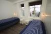 Sørheim Brygge 116qm Ferienappartement: helles Schlafzimmer mit Einzelbetten