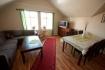Mefjord Brygge: Wohnzimmer mit Essbereich in der Torleifstua