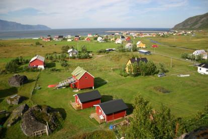 drei kleine Cottages und ein größeres Ferienhaus können gebucht werden