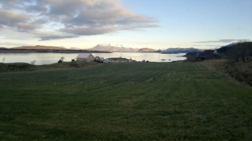 Blick über den Fjord in Vevelstad - besser können die Ferienhäuser kaum liegen