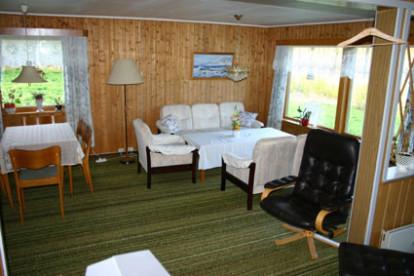 Wohnzimmer mit Sitzecke und Eßtisch