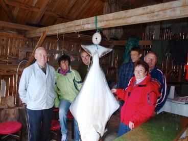 Gruppenbild mit Heilbutt in Hansnes Havfiske
