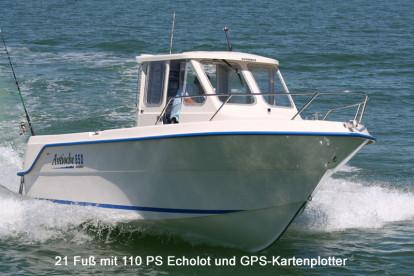 auch große Kabinenboote stehen den Anglern in Hestøysundet zur Verfügung
