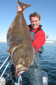 super Testfischen auf Kvarøy: hier Volker Dapoz mit Heilbutt