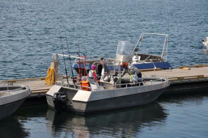 Bootssteg mit Angelboot