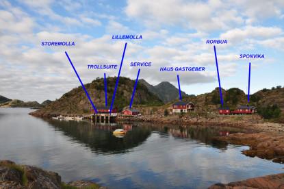mehrere Anglerunterkünfte verschiedener Größe auf den Lofoten