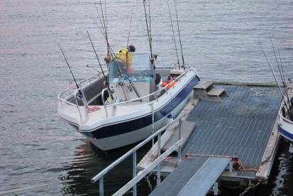19 Fuß Angelboot mit Rutenhaltern