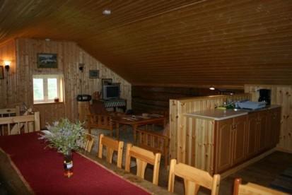 geräumiges Wohnzimmer in Nordbø Gård