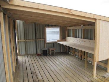 überdachter Filetierplatz in Øresvik
