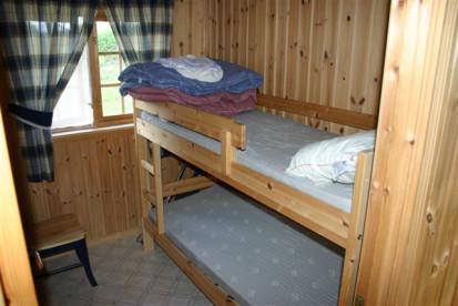 norwegentypisches Schlafzimmer mit Stockbett