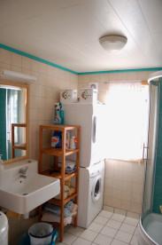 Bad mit DU/WC und Waschmaschine