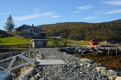 Blick vom Bootssteg zum Appartement in Dåfjord
