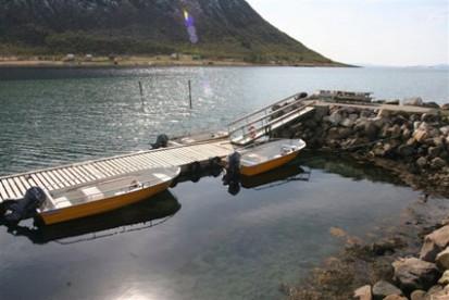 GFK Boote am Bootssteg in Senja Havfiske