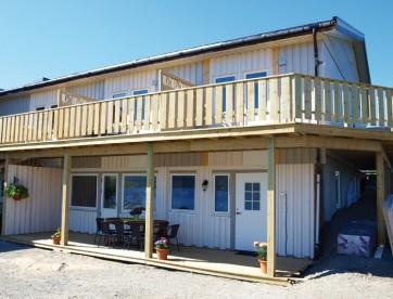 zwei Doppelzimmer und ein großes Appartement in Hansnes Havfiske