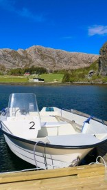 Hasvåg Bootsteg mit Haus Hintergrund