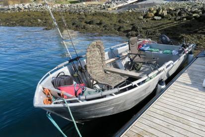 Angelboot Alu mit 17 Fuss und 20 PS