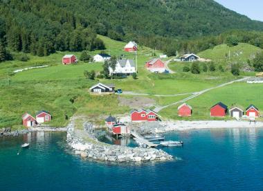 Dyrøy Holiday vom Wasser aus