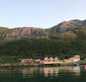 Vengsøy Rorbuer vom Wasser aus